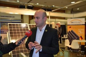 Đại diện hãng Pin  AE Solar trả lời phỏng vấn